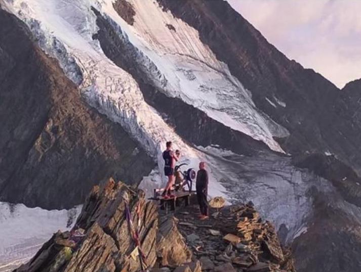 Κωπηλατικό μηχάνημα στο Mont Blanc