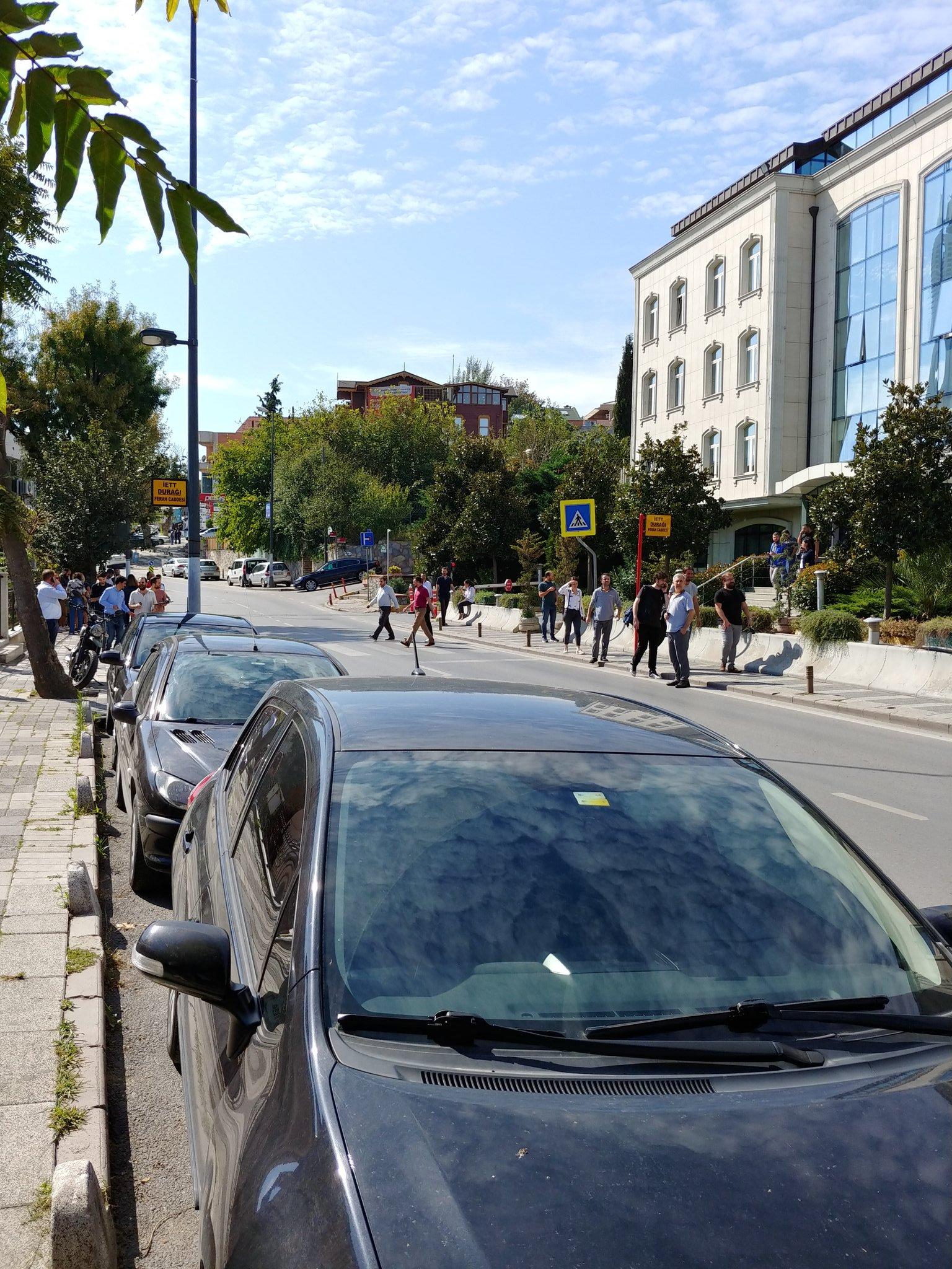 Κόσμος στους δρόμους μετά τον ισχυρό σεισμό στην Κωνσταντινούπολη