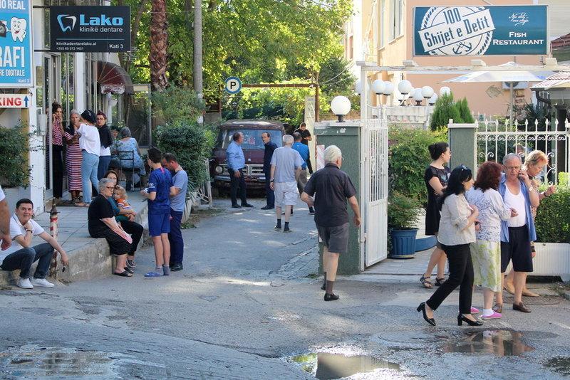 Κόσμος στον δρόμο μετά τον σεισμό