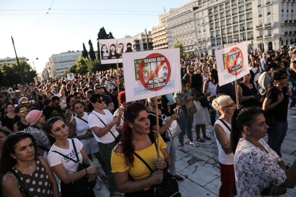 Οι διαδηλωτές προφανώς δεν διατηρούσαν ασφαλείς αποστάσεις στο Σύνταγμα / Φωτογραφία: Γιώργος Βιτσαράς / SOOC