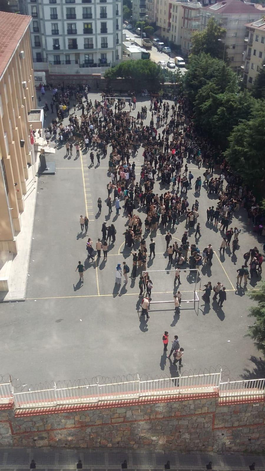 Κόσμος στο δρόμο στην Κωνσταντινούπολη μετά το σεισμό 5,8 Ρίχτερ 26-9-2019