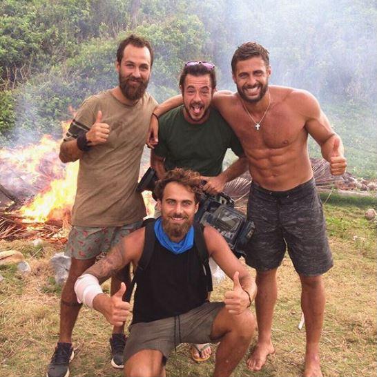 Ο Κώστας Αναγνωστόπουλος με συμπαίκτες του στο Survivor