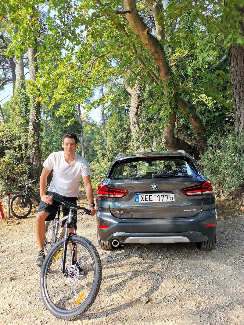 H νέα BMW X1 είναι ιδανική για κάθε τύπο εδάφους - γι' αυτό και την επιλέγει ο Κώστας Μαρτάκης