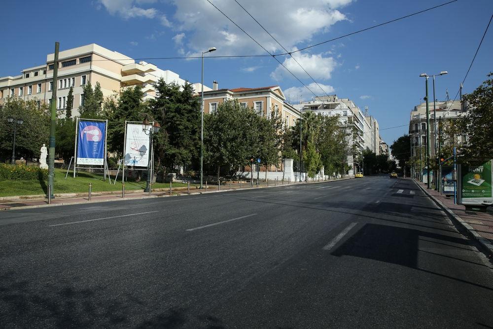 Άδειοι οι δρόμοι στην Αθήνα το πρωί της Καθαράς Δευτέρας με τους πολίτες να κάνουν Κούλουμα μακριά από την πρωτεύουσα