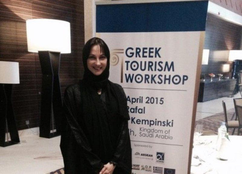 Η αυθεντική φωτογραφία με την Ελενα Κουντουρά να φορά τσαντόρ - μαντήλα