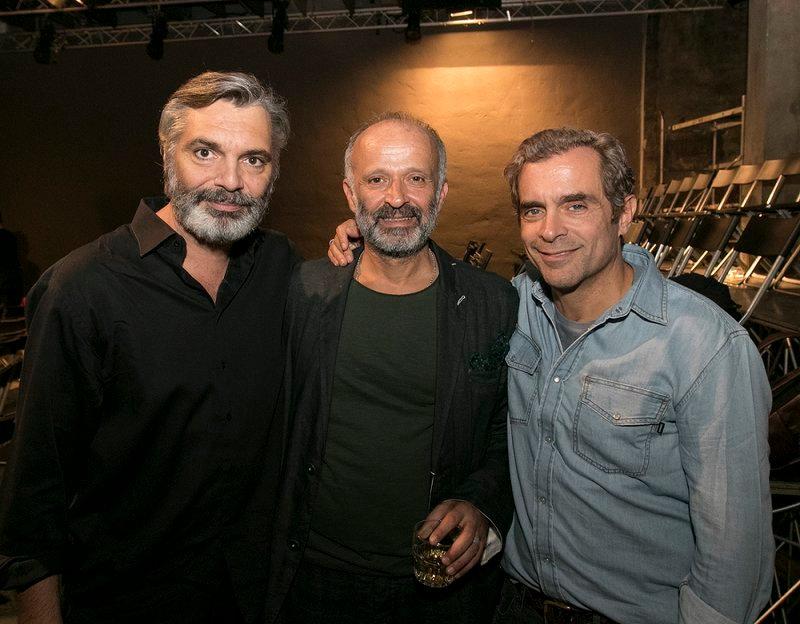 Ο Άλκις Κούρκουλος και ο Κωνσταντίνος Μαρκουλάκης με τον σκηνοθέτη του «Λόγω Τιμής», Λάμπη Ζαρουτιάδη