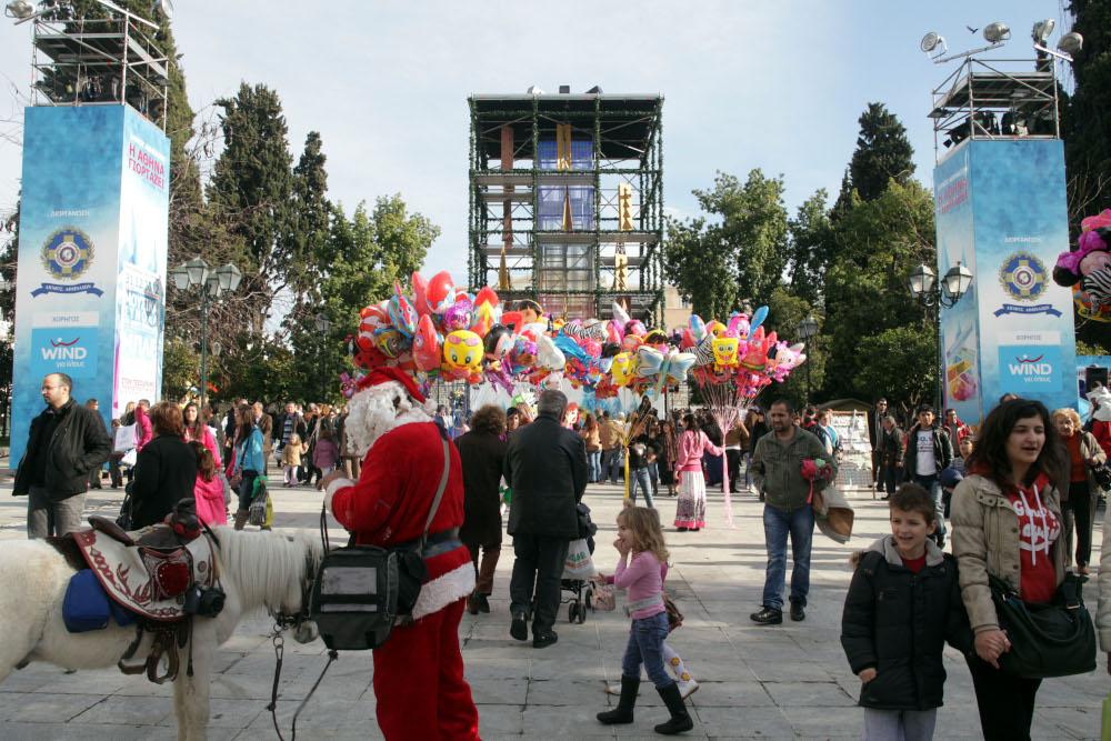 Χριστούγεννα το 2012: Στολισμός με ένα... κουτί