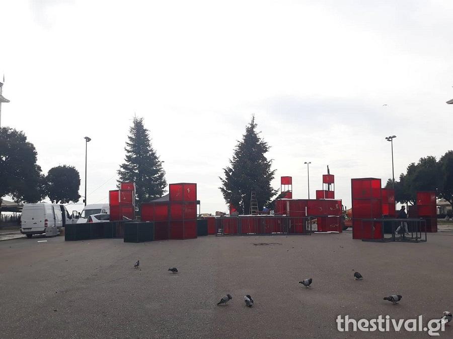 Θεσσαλονίκη: Στολίζουν από το πρωί στην πλατεία Αριστοτέλους [εικόνες & βίντεο]