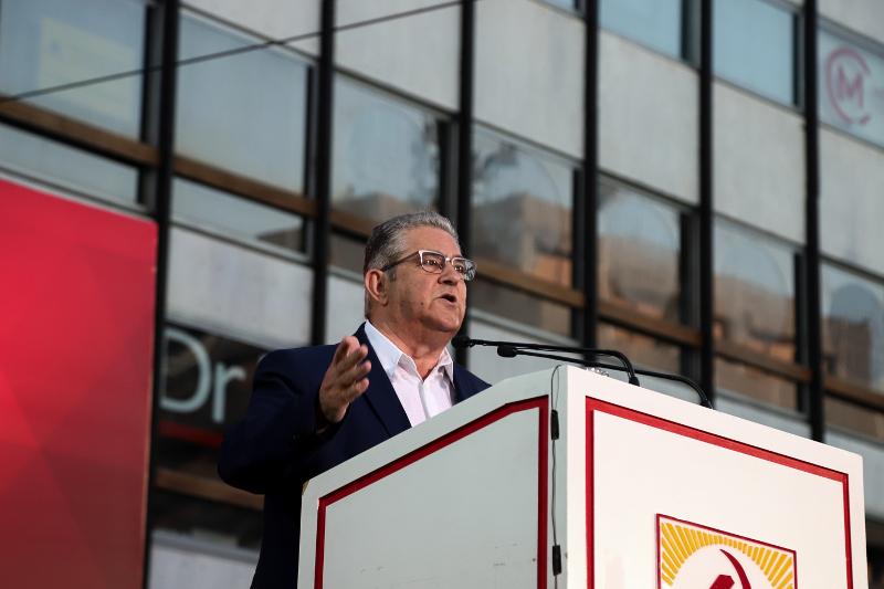 Ο Δημήτρης Κουτσούμπας στην πλατεία Συντάγματος / Φωτογραφία: EUROKINISSI