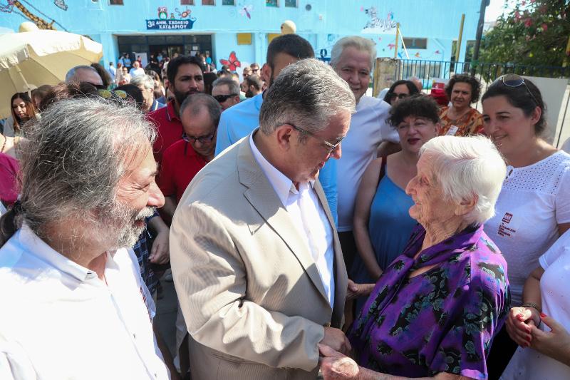 Ο Δημήτρης Κουτσούμπας συνομίλησε με ψηφοφόρους