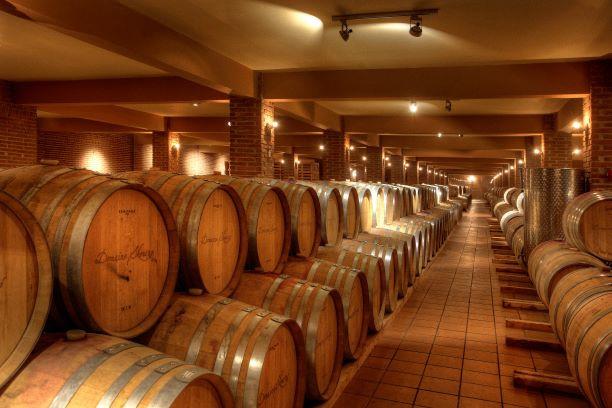 Βαρέλια με κρασί