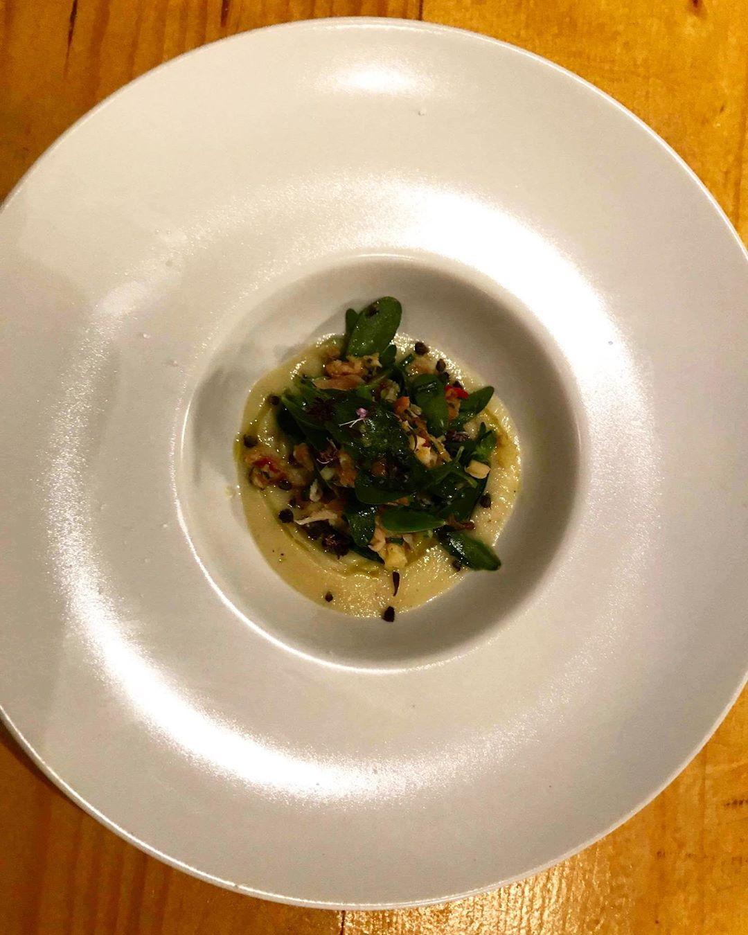 Κρέμα λευκής μελιτζάνας με γλιστρίδα & καπνιστή πέστροφα  seawolf