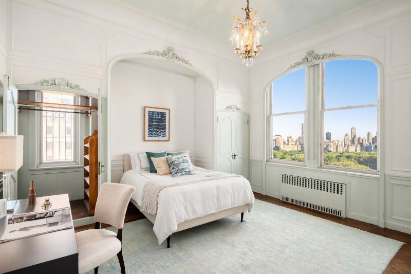 Κρεβατοκάμαρα με θολωτή οροφή πάνω από το προσκέφαλο