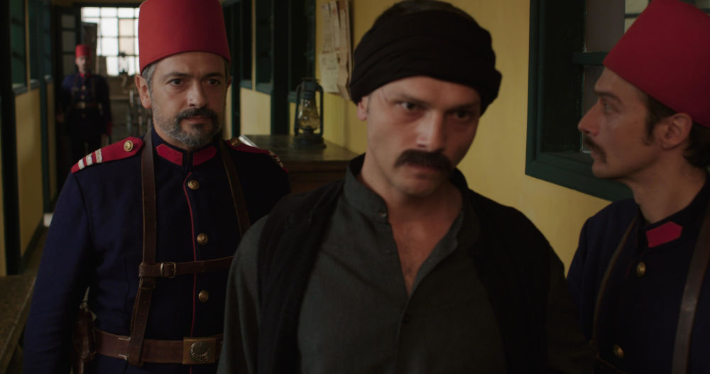 Ο Λάμπρος Κτεναβός που υποδύεται τον Οσμάν στο «Κόκκινο Ποτάμι»
