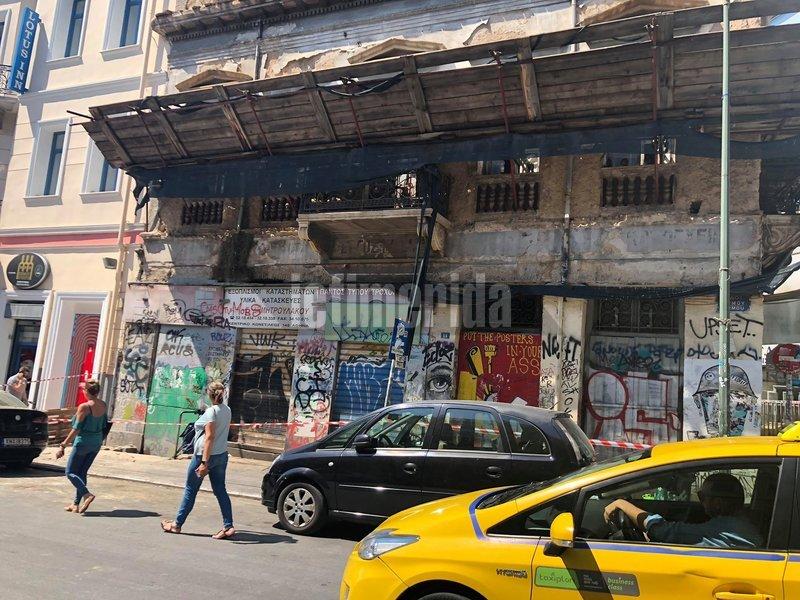 Ο σεισμός προκάλεσε φθορές σε κτίριο της Ερμού