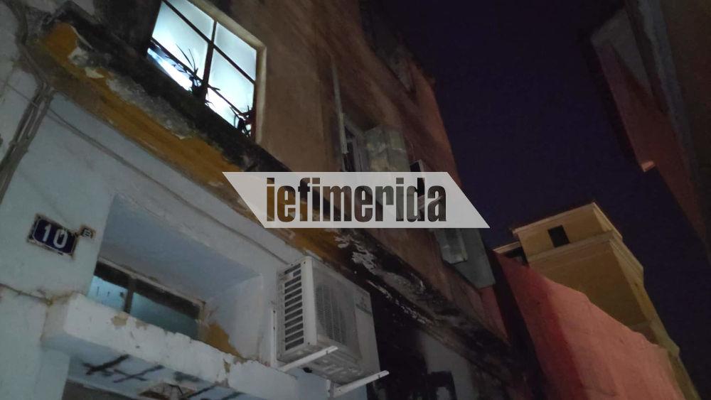 Το ισόγειο του κτιρίου που έπιασε φωτιά στην Πλάκα το απόγευμα της Τρίτης