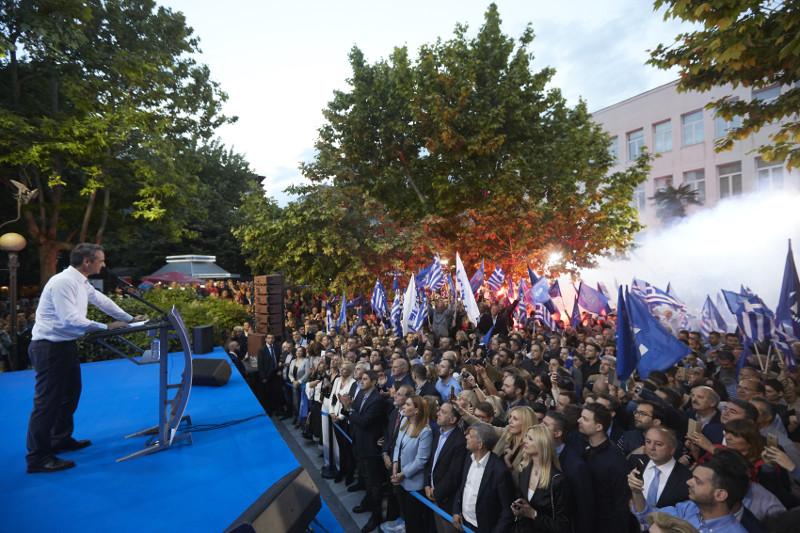 Ο Κυριάκος Μητσοτάκης μίλησε σε ανοιχτή συγκέντρωση στην Λάρισα