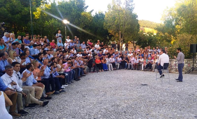 Ανοιχτή συζήτηση του Κυριάκου Μητσοτάκη με τους πολίτες του Βόλου / Φωτογραφία: magnesianews.gr