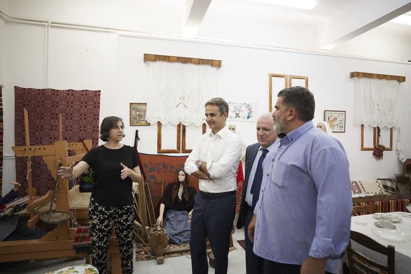 Ο πρωθυπουργός Κυριάκος Μητσοτάκης στο Μουσείο Θυμάτων Ναζισμού, στο Δίστομο