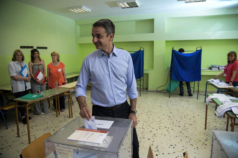 Ο Κυριάκος Μητσοτάκης ψηφίζει
