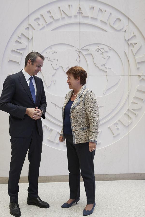 Ο πρωθυπουργός Κυριάκος Μητσοτάκης συνομιλεί με τη Γενική Διευθύντρια του Διεθνούς Νομισματικού Ταμείου