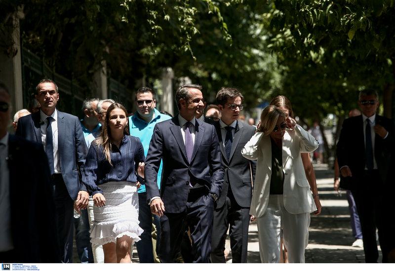 Ο Κυριάκος Μητσοτάκης και η σύζυγος του Μαρέβα Γκραμπόφσκι  και η οικογένεια τους