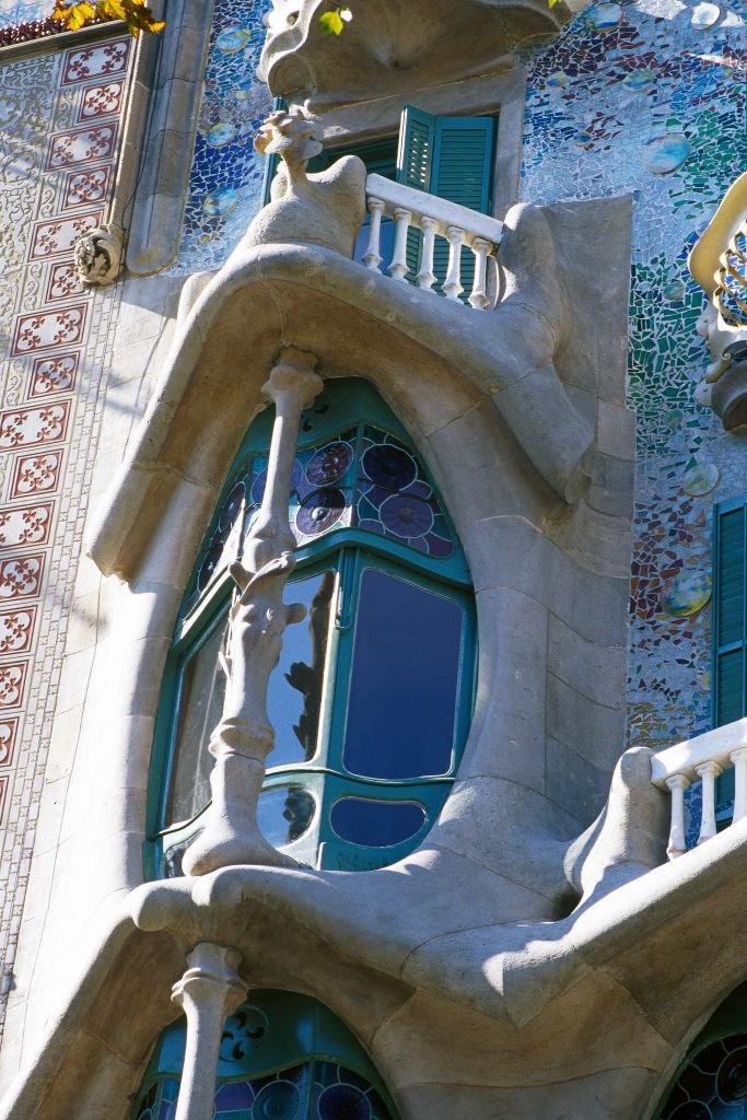 Τα κτίρια του Γκαουντί ξεχωρίζουν από κάθε άλλο κτίσμα στη Βαρκελώνη