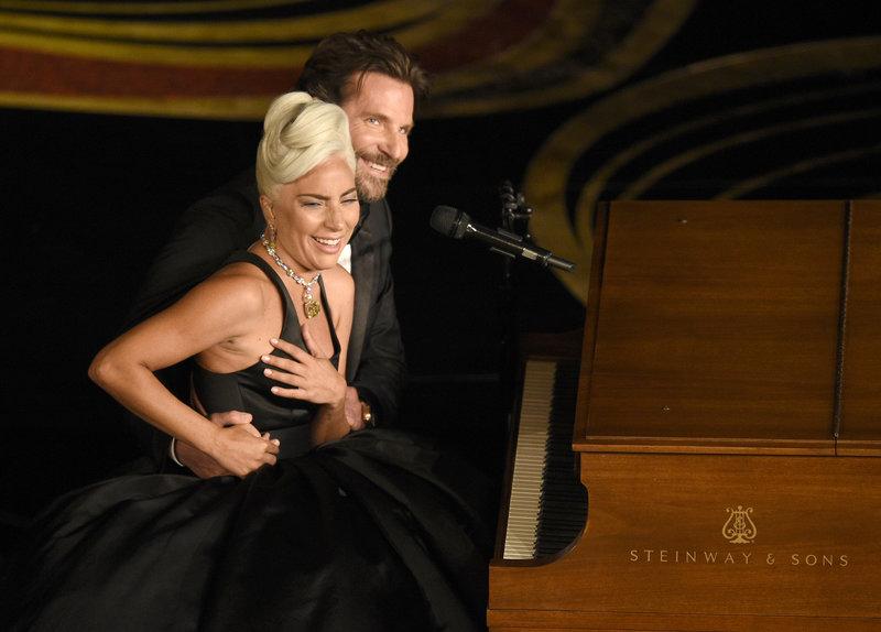 Lady Gaga και Μπράντλεϊ Κούπερ στη σκηνή των Όσκαρ