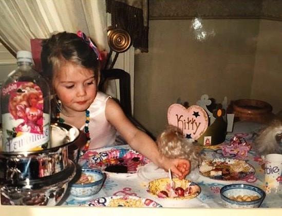 Η Λαίδη Κίττυ Σπένσερ μικρή στο πάρτι της με θέμα την Barbie