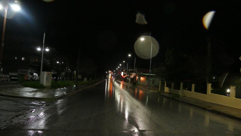 Δρόμος στη Λάρισα το βράδυ