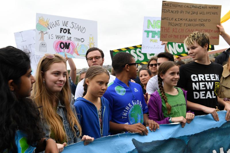 Νέοι, ευαισθητοποιημένοι για το περιβάλλον, διαδήλωσαν στο πλευρό της Γκρέτα Τούνμπεργκ / Φωτογραφία: AP