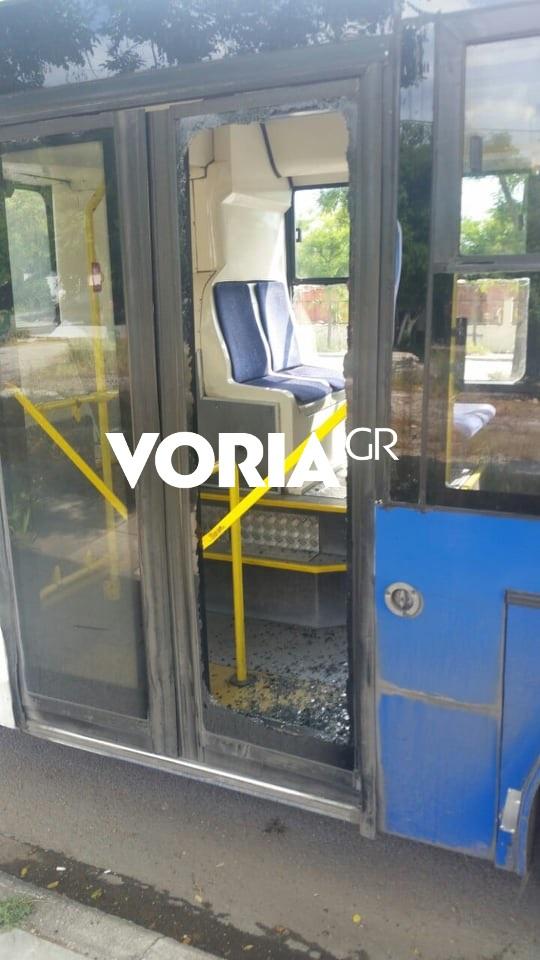 Σπασμένο τζάμι λεωφορείου