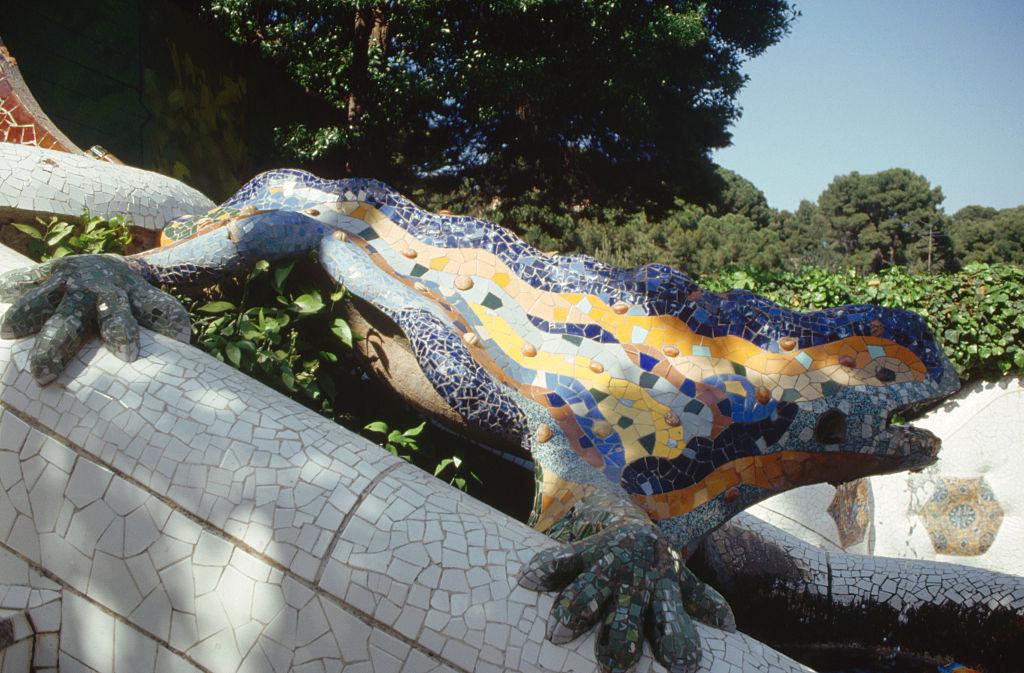 Οι διάσημες πολύχρωμες σαύρες του Γκαουντί στο πάρκο Γκουέλ