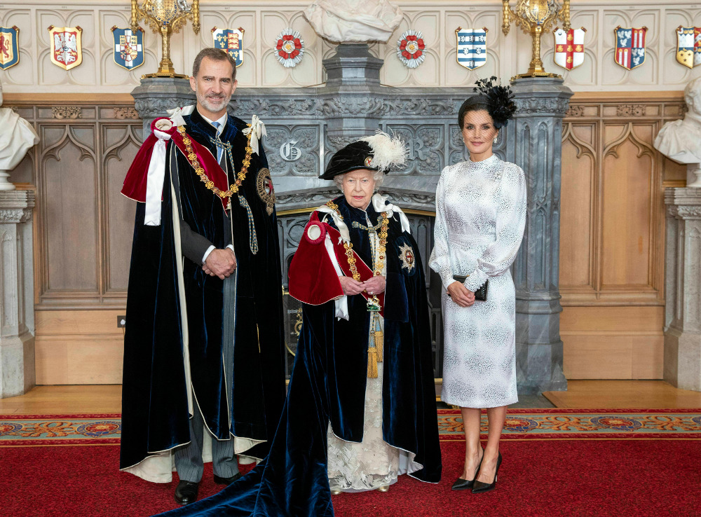 Η βασίλισσα Ελισάβετ έχρησε Υπεράριθμο Ιππότη του Τάγματος της Περικνημίδας τον βασιλιά Φελίπε της Ισπανίας