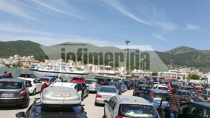 Ακόμα και πέντε ώρες χρειάστηκε να περιμένουν κάποιοι ταξιδιώτες στο λιμάνι της Ηγουμενίτσας