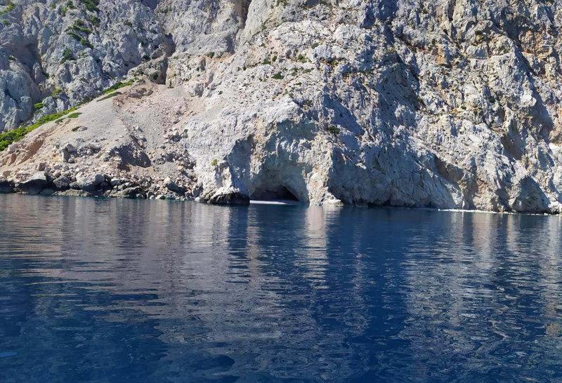 Σε αυτή τη σπηλιά έκρυβαν τα ναρκωτικά οι δράστες από την Αλβανία