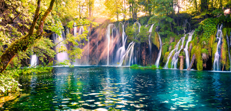 Μαγικό τοπίο με τις λίμνες στο Πλίτβιτσε