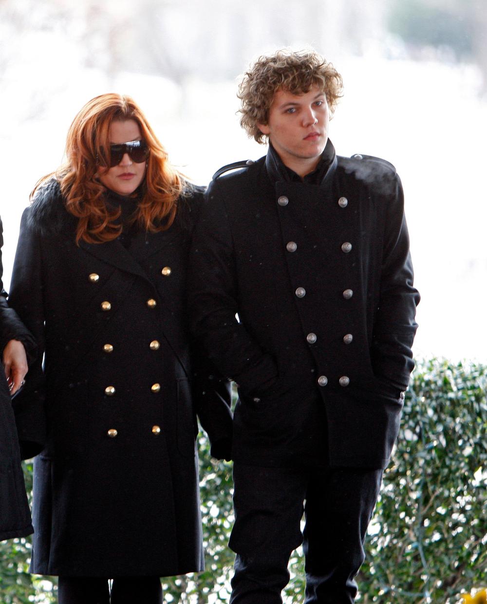 H Λίζα Μαρί Πρίσλεϊ με τον γιο της, Μπέντζαμιν