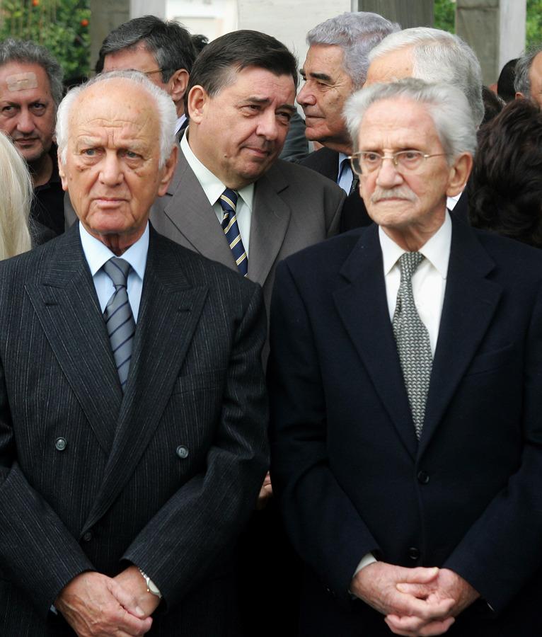 Αντώνης Λιβάνης και Αναστάσης Πεπονής, πίσω Γ. Καρατζαφέρης, Κ. Σκανδαλίδης