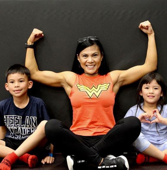 H bodybuilder με τα εγγόνια της