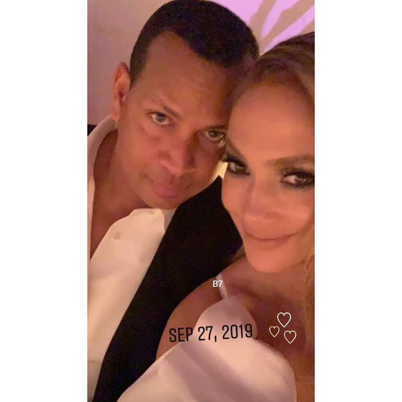 Η Τζένιφερ Λόπεζ και ο Άλεξ Ροντρίγκες ποζάρουν μαζί στο φακό, ευτυχισμένοι / Φωτογραφία: Instagram