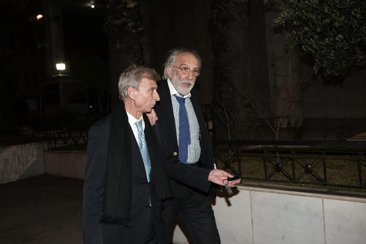 Λυκουρέζος και Παναγόπουλος μετά την απόφαση να αφεθούν ελεύθεροι