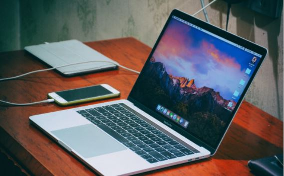 apple macbook κινητό γραφείο