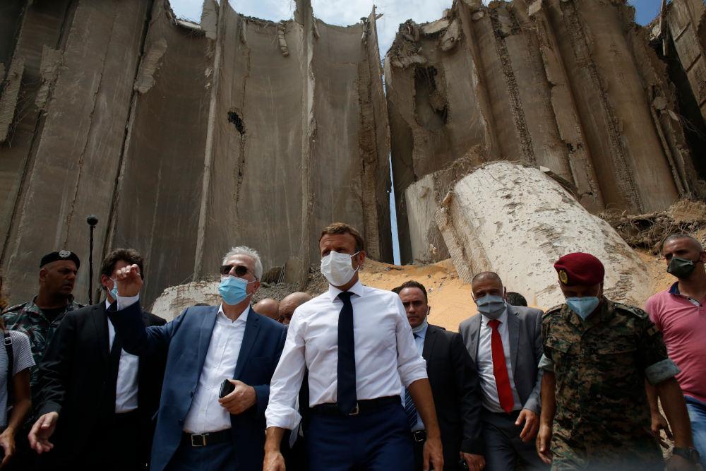 Επίσκεψη στο σημείο της καταστροφής στον Λίβανο, μετά την έκρηξη στη Βηρυτό, για τον Εμανουέλ Μακρόν