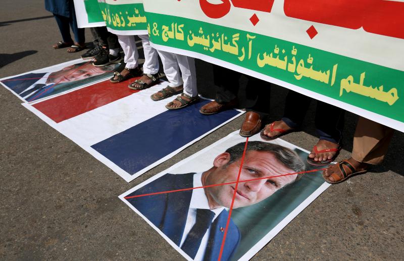Διαδηλωτές στην Ινδία ξέσπασαν σε αφίσες του Μακρόν και σημαίες της Γαλλίας