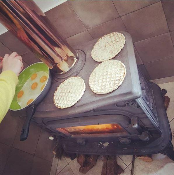 Το χειμώνα μαγειρεύουν στην σόμπα