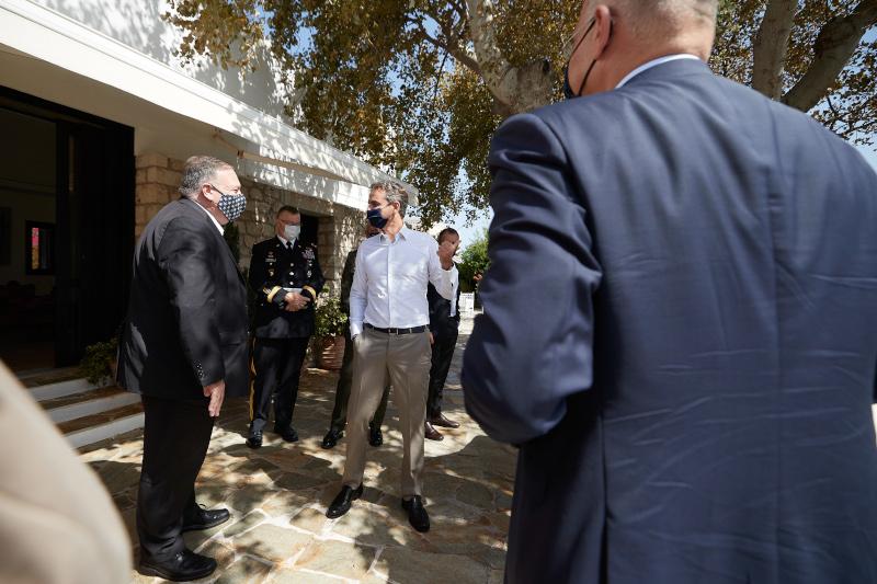 Μάικ Πομπέο και Κυριάκος Μητσοτάκης στο πατρικό σπίτι του πρωθυπουργού στα Χανιά