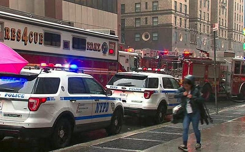 Πυροσβεστική και αστυνομία στο σημείο όπου συνετρίβη το ελικόπτερο