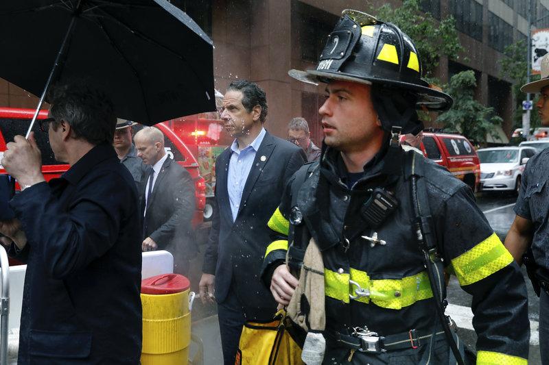 Πυροσβέστες έσπευσαν στο σημείο αλλά και ο κυβερνήτης της Ν. Υόρκης Αντριου Κουόμο-