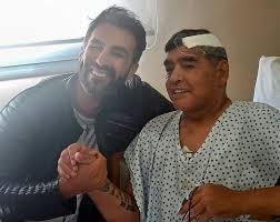 H τελευταία φωτογραφία του Μαραντόνα πριν μερικές εβδομάδες από το νοσοκομείο με τον γιατρό του
